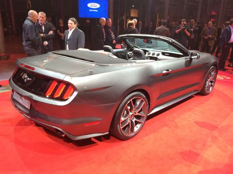 Ford Mustang Convertible unveiled in Australia - photos