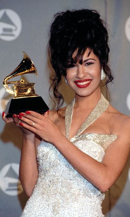 Learn who was behind Selena Quintanilla's iconic beauty looks