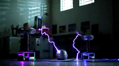 Star Wars Imperial March on Musical Tesla Coils (Bobinas