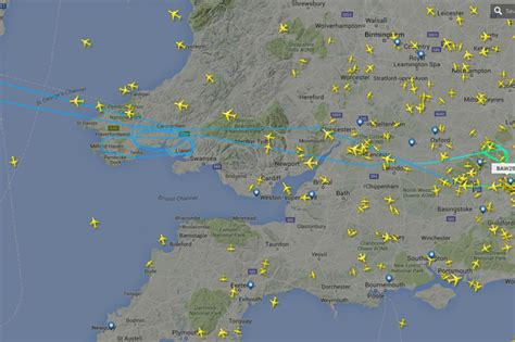 Flight from Heathrow to Chicago circles several times over