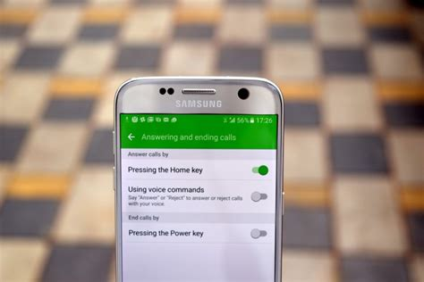 How to answer and end calls using the hardware buttons on