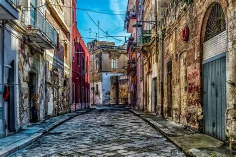 Brindisi Pictures | Photo Gallery of Brindisi - High
