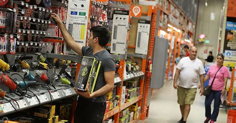 Home Depot CEO sees more good times ahead