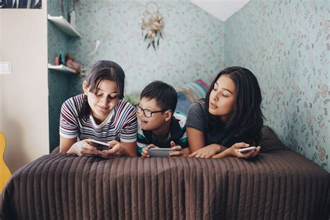 The 8 Best Family Cell Phone Plans to Buy in 2018