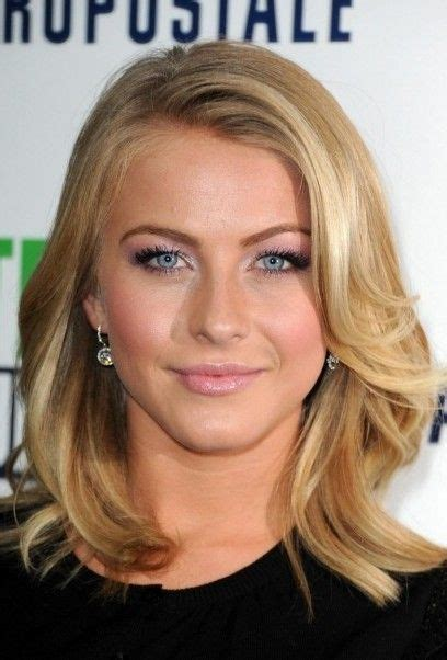 Julianne Hough Bra Size, Age, Weight, Height, Measurements