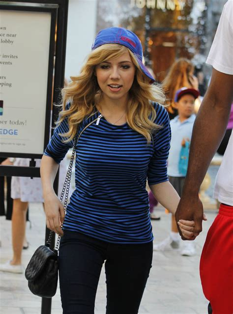Jennette McCurdy Holding Hands With Boyfriend Andre