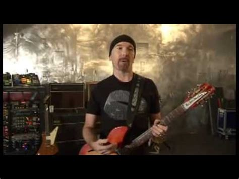 U2's The Edge demonstrating his guitar rig (2/2) - YouTube
